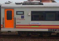 Gambar Kereta Api Jayakarta Premium